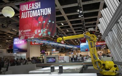 Canon stelde op FESPA 2018 een gerobotiseerde flatbed print-and-cut oplossing voor.
